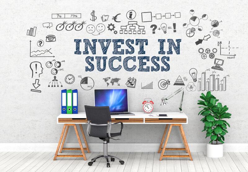 Invest in Success, ein Schreibtisch voller Ideen